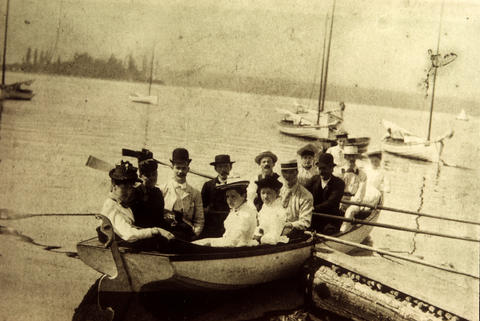 """Vancouver's dolphins """"impede navigation"""" in harbour – February 5, 1900"""